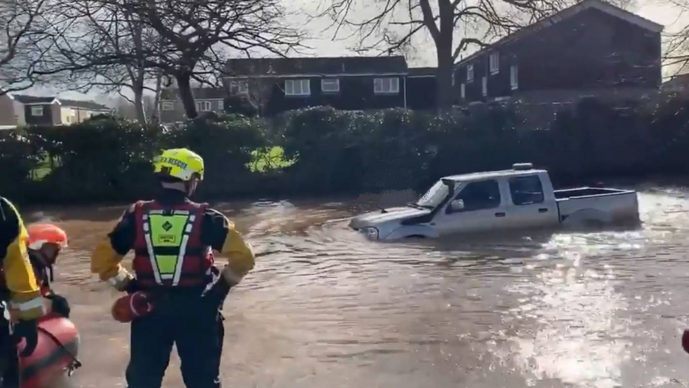 4WD is no use if you're floating