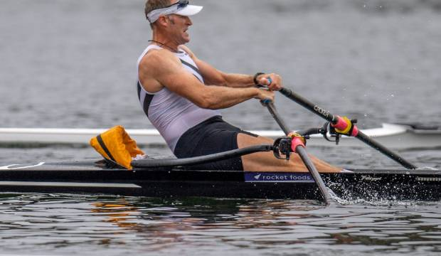 Mahe Drysdale third as arch rival Robbie Manson wins national rowing champs