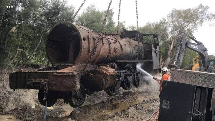 A second locomotive has been lifted from the Oreti River where it had been place for the last 97 years.