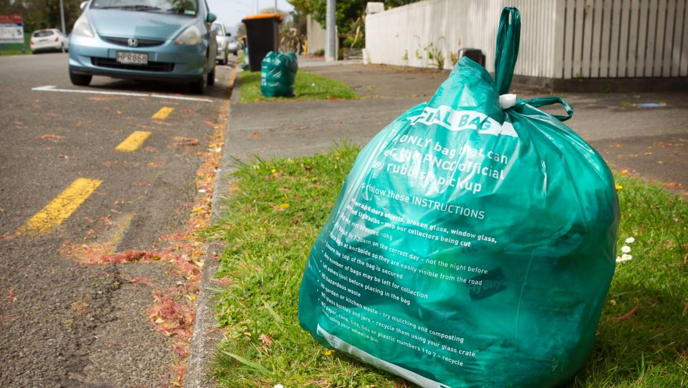 Rubbish collection continues during lockdown