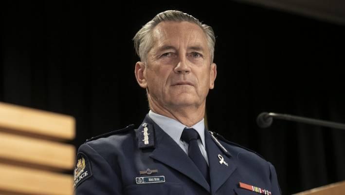 警务专员迈克·布什(Mike Bush)说,官员们遇到了不遵守封锁规定的人。