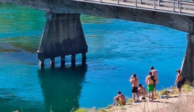 Coronavirus: Bridge-jumpers publicly shamed for flouting lockdown rules