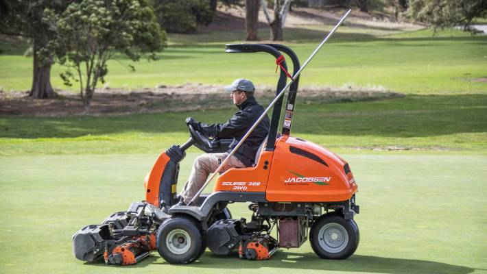 Golf greenskeepers are allowed back to tend to courses