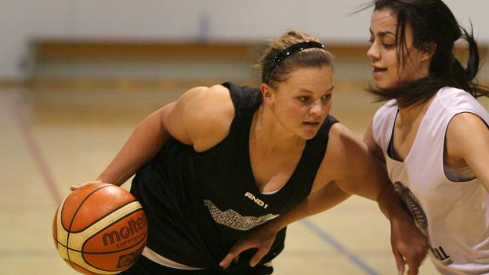 Suzie Bates' big career call that put cricket ahead of basketball ...