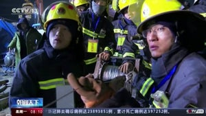 Trapped Chinese miners get porridge: report