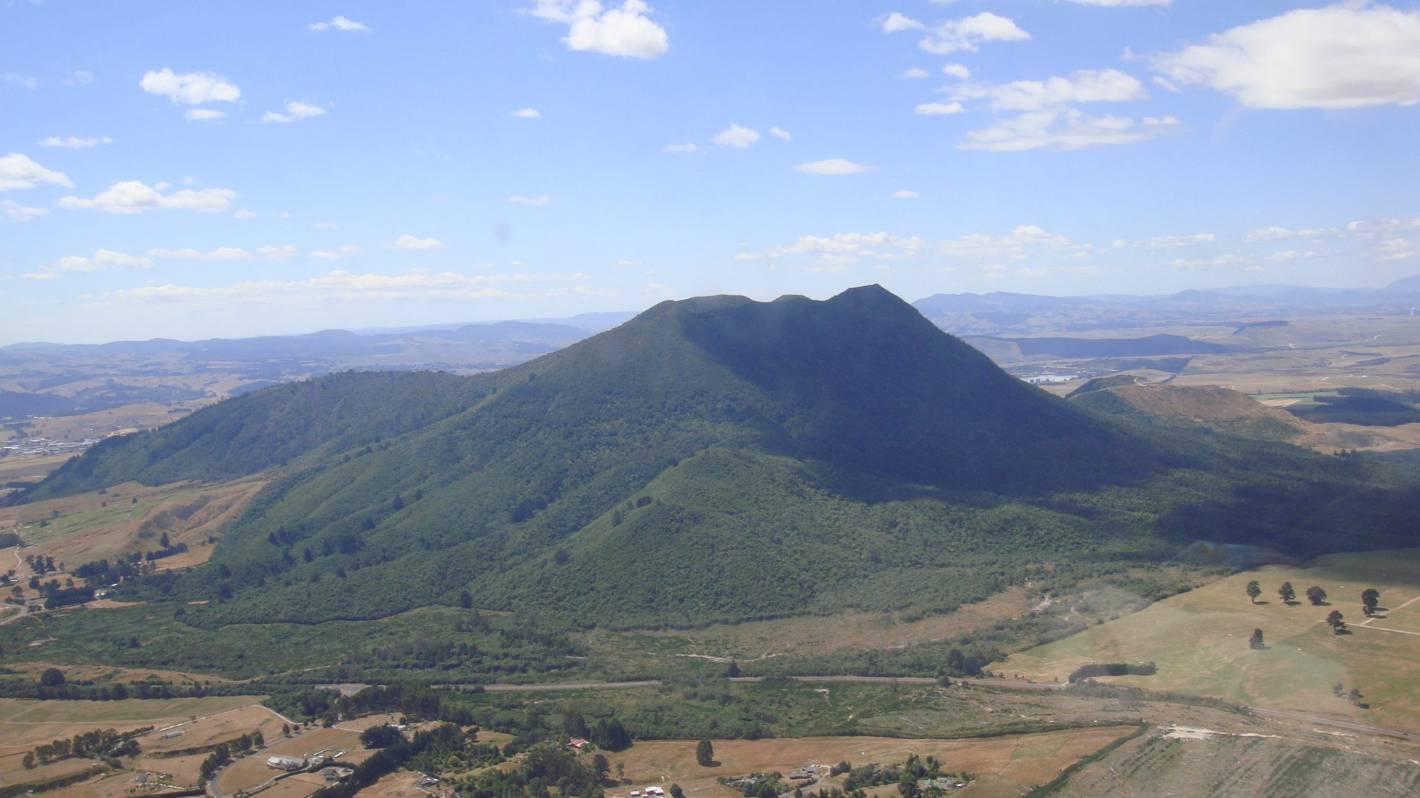 Woman, local pilot killed in glider crash in Taupō