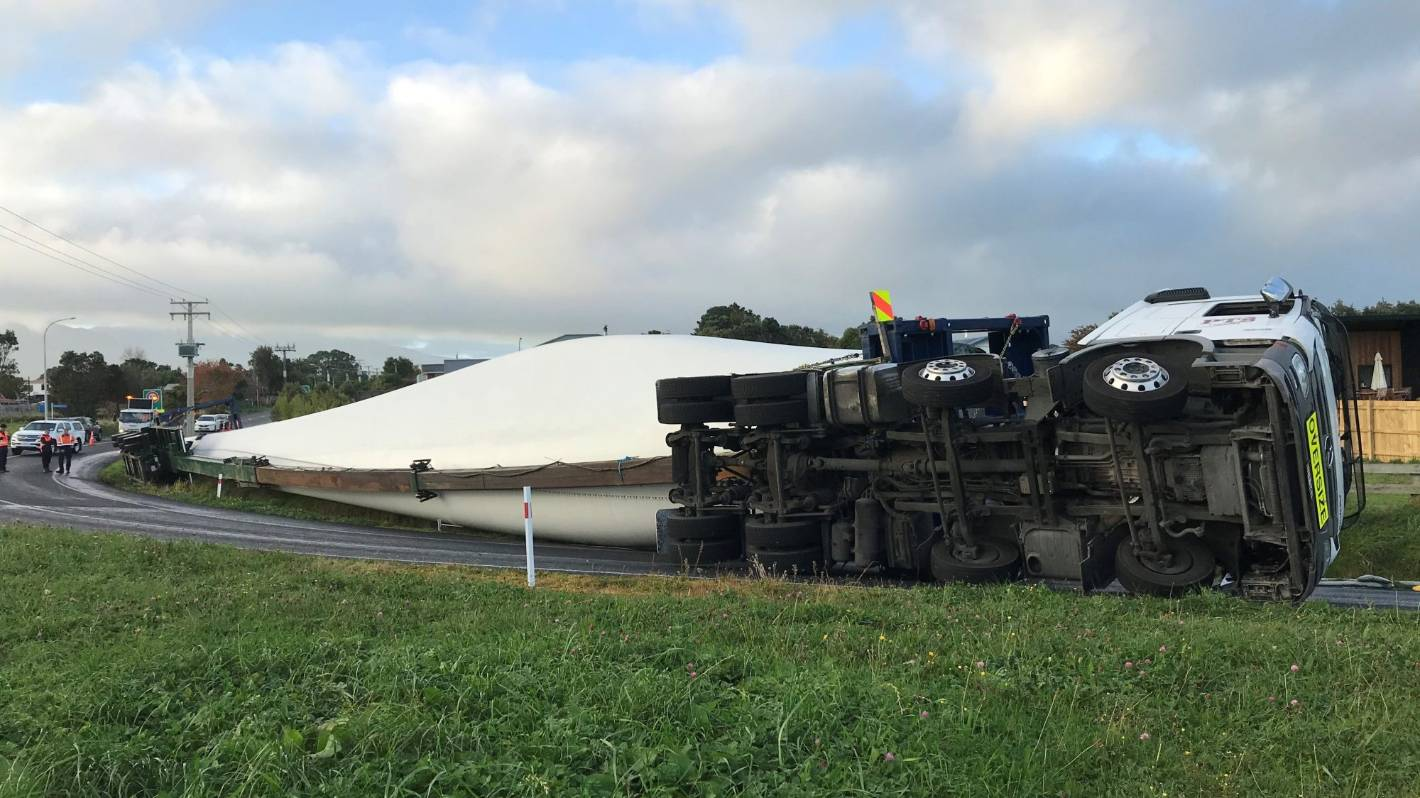 Truck carrying massive wind turbine blade topples over on SH45