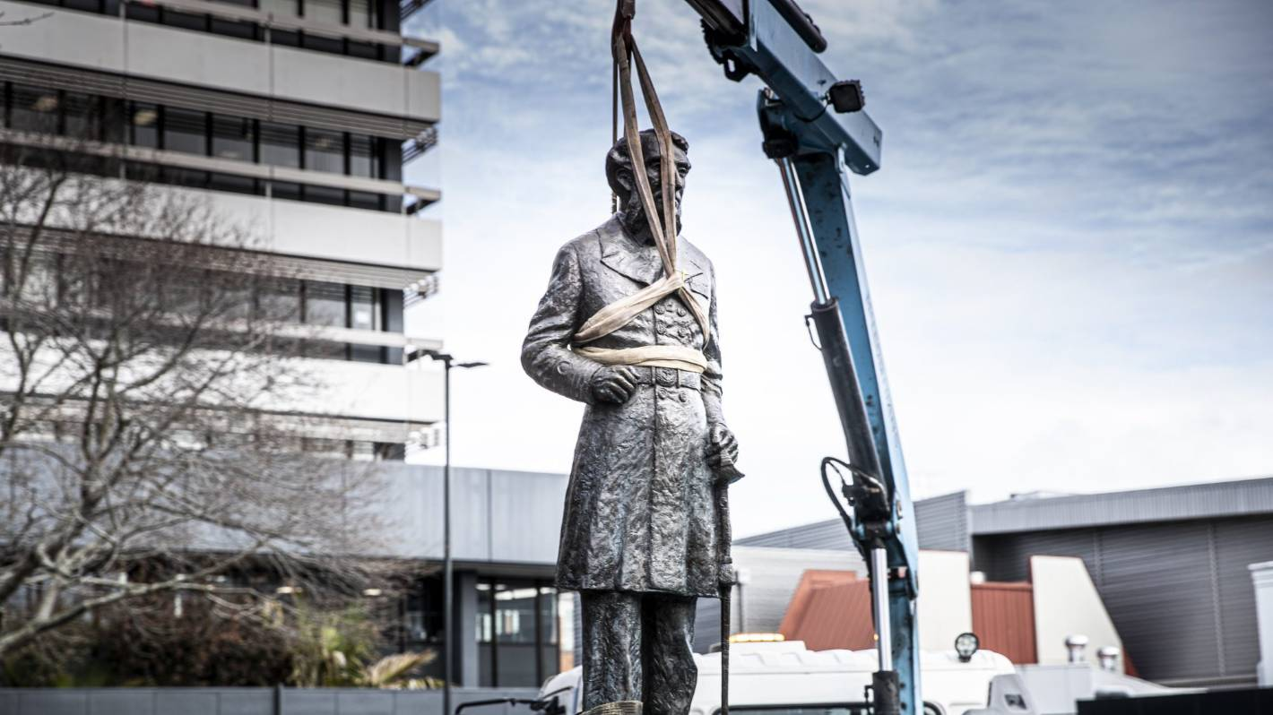 New Zealand city takes down statue of British navy commander ...