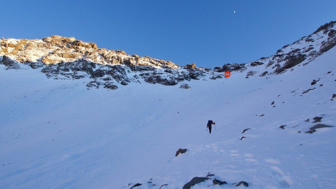 Drowning in an avalanche - climber 'swims' free in Canterbury