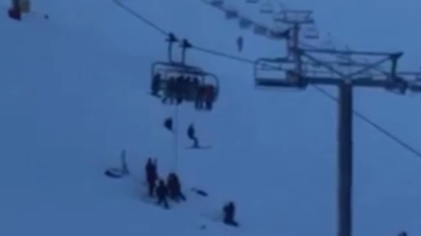 Skiers abseil to safety in Mt Hutt chairlift incident