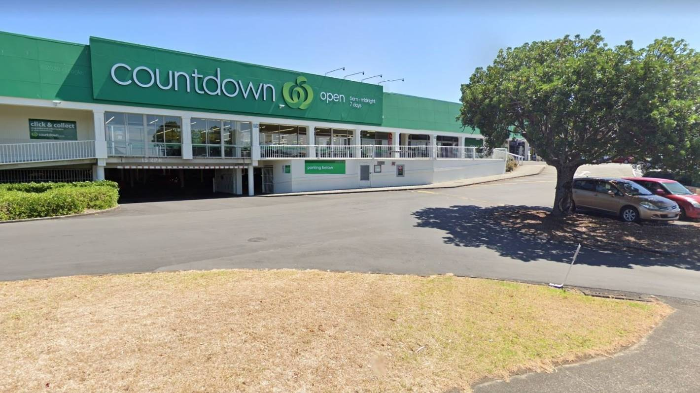 Person critically injured after stabbing near Mt Wellington supermarket