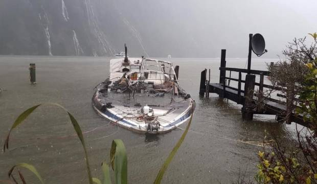 Snow delays burnt-out boat salvage at Milford Sound