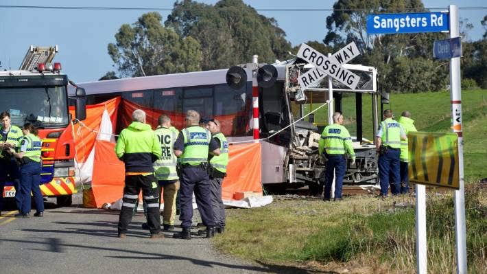 Sound Of Metal On Metal Draws First Responders To Fatal Bus Train Collision Stuff Co Nz