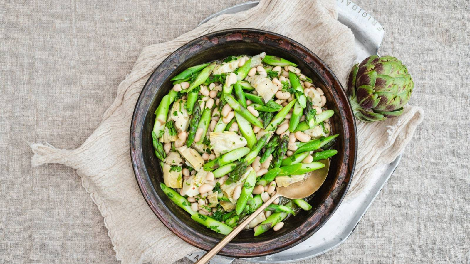 How to make a delicious artichoke & asparagus white bean salad