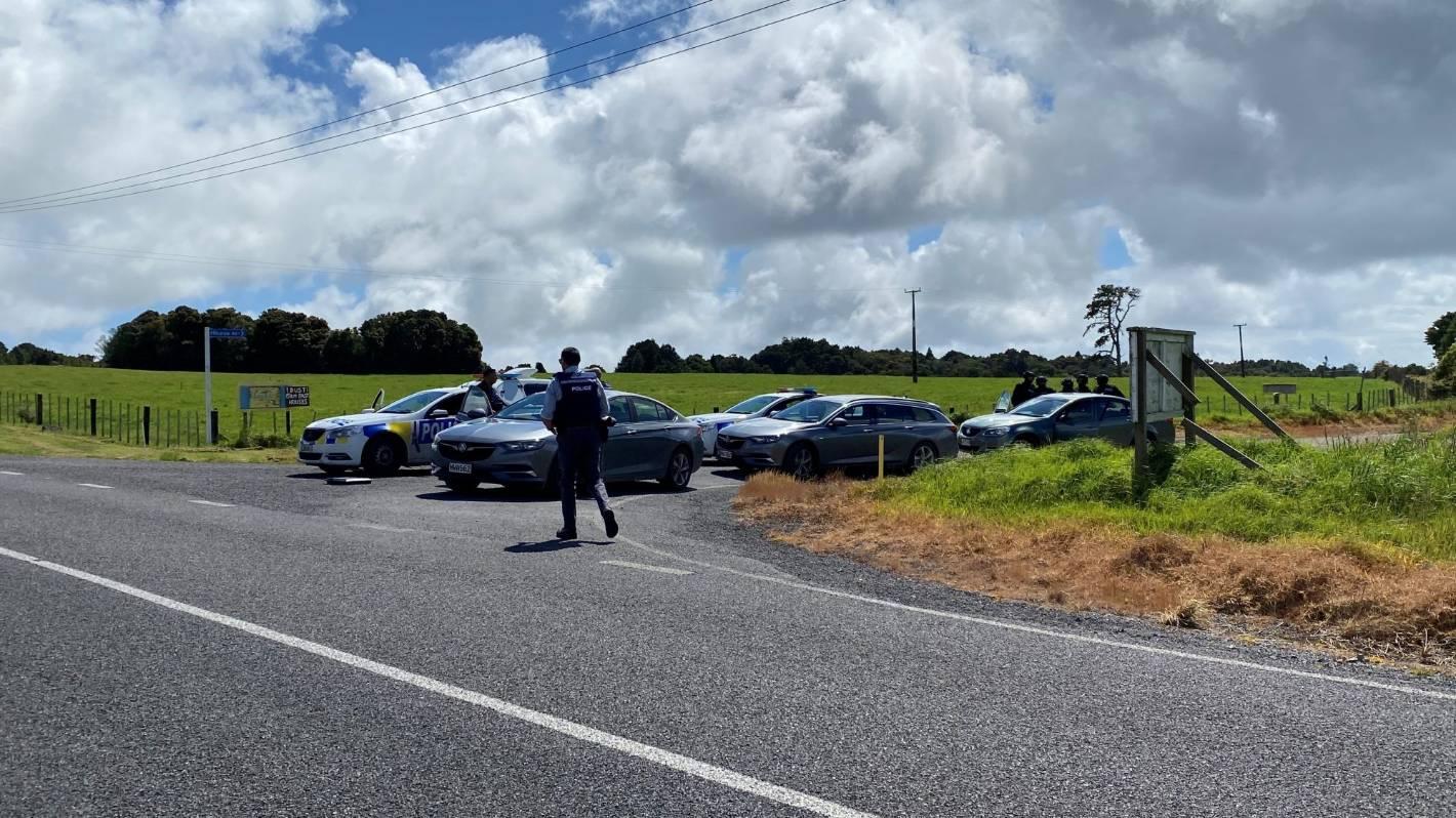 Northland police investigating after officer shot at, man kidnapped