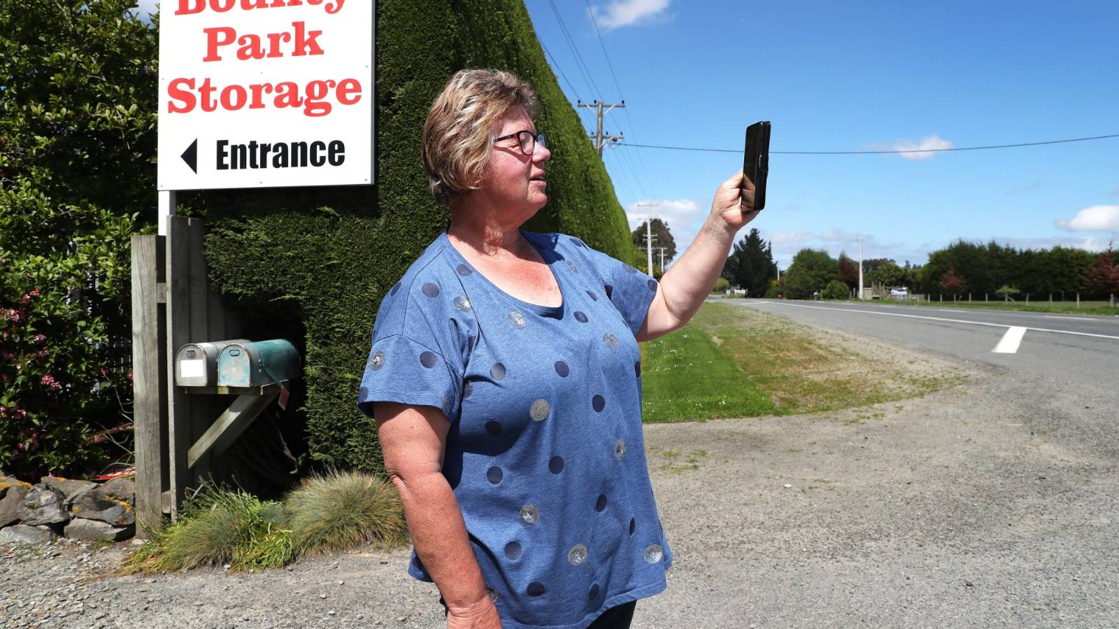 Spark stumped by 'virtually non-existent' cellphone coverage