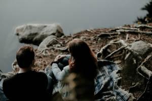generic heartbreak image, couple breaking up, argument, relationship, break up, image: Priscilla Du Preez | Unsplash