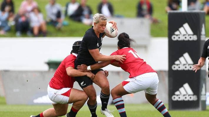 Black Ferns centre Chelsea Alley running into the Barbarians' defence.