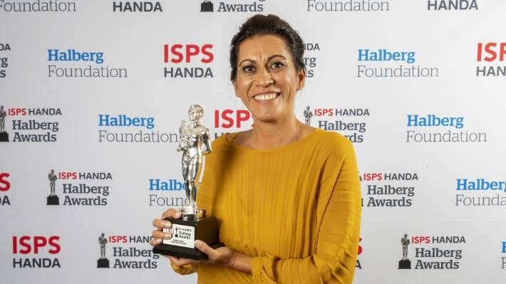 Dame Noeline Taurua with her coach of the year trophy at the 2020 Halberg Awards.