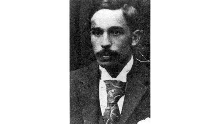 Thomas Ellison (Ngāi Tahu) captained the first official New Zealand rugby team in 1893 and recommended the adoption of the black uniform and silver fern still worn today.