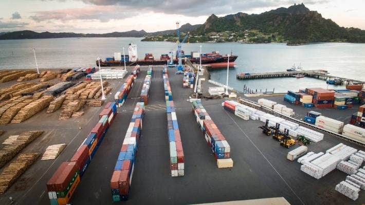 The Constantinos P put Northport to the test, with around 1000 containers loaded on trucks and taken to Auckland, an operation which took more than a week