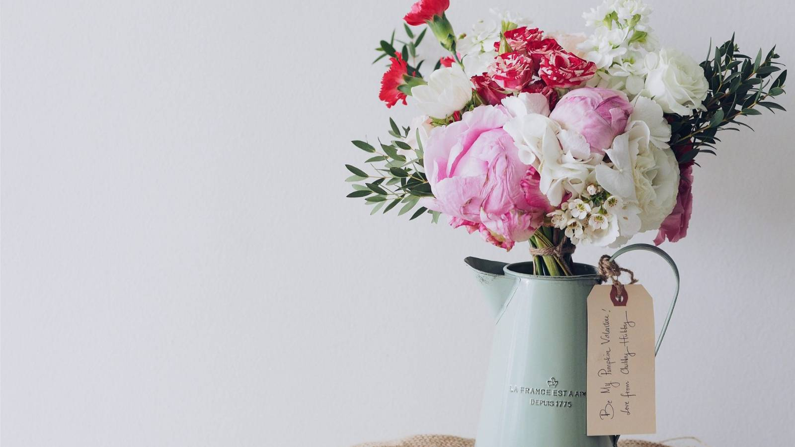How to choose the perfect housewarming gift