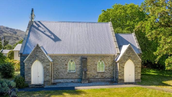 The church is set on a 2580 square-metre site with mature trees.