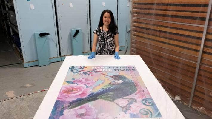 特·帕策展人格蕾丝·加辛和克洛伊·奥兰获胜海报。