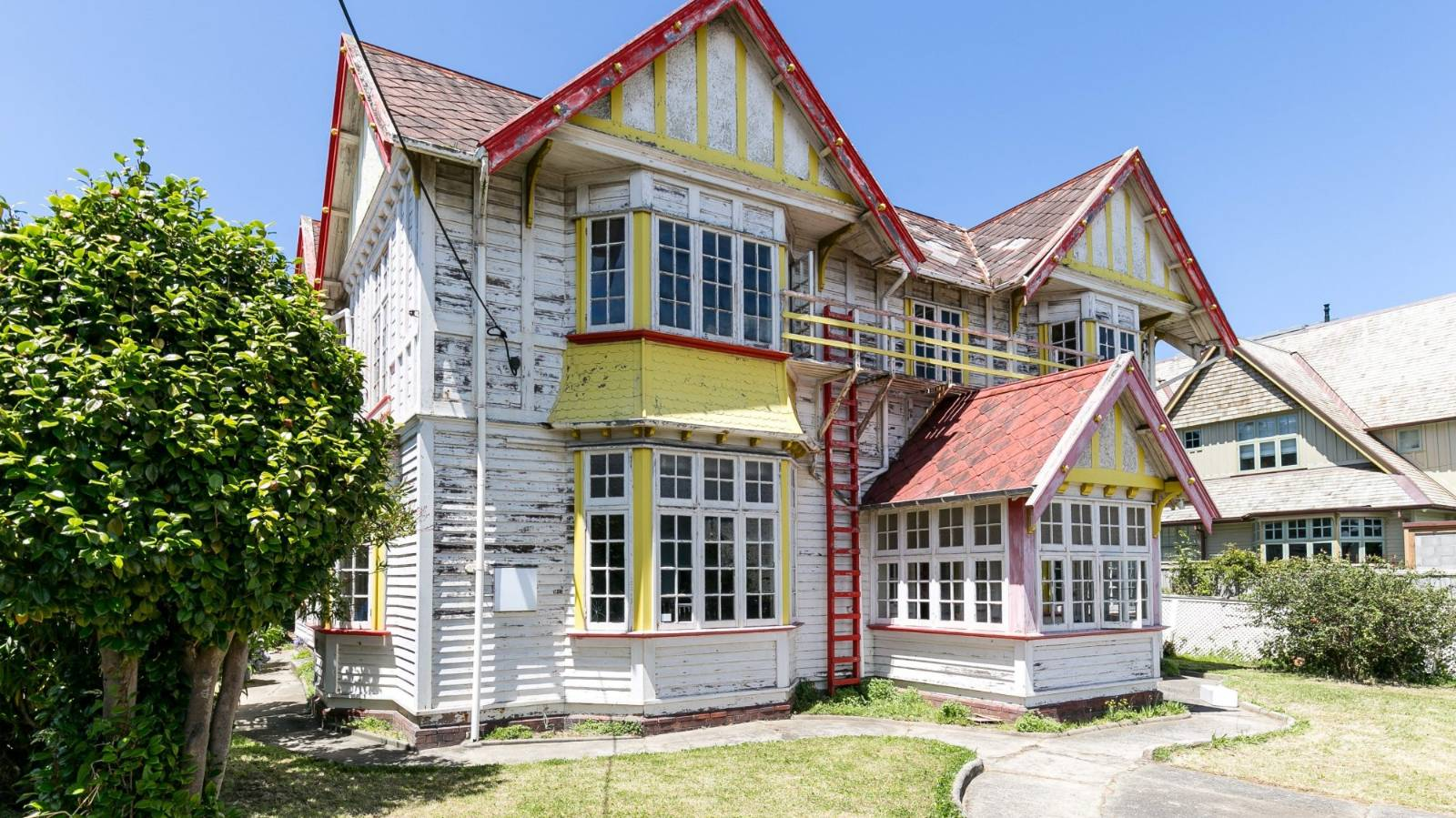 Grand old house for sale in Mount Victoria after years sitting empty