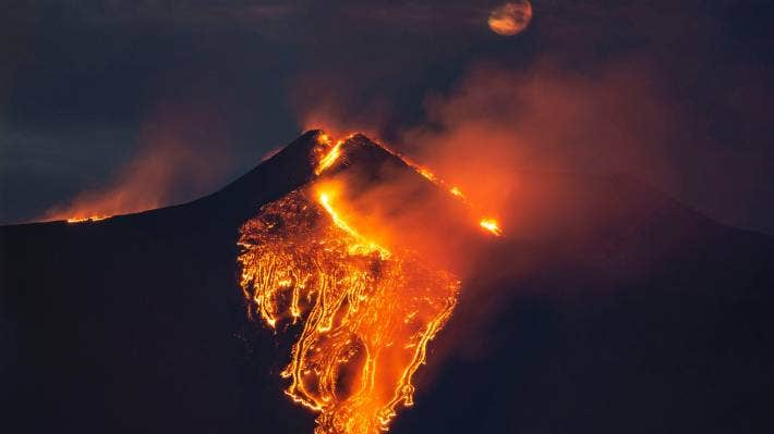 A huge eruption plume that rose for several kilometres from the top of Etna.