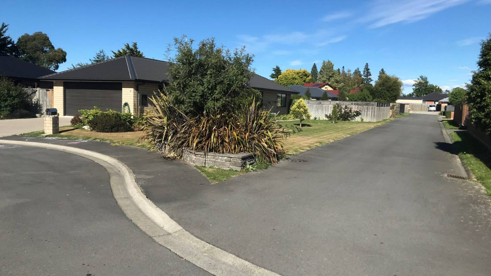 Stoush over sewer connection hampers Canterbury house sale