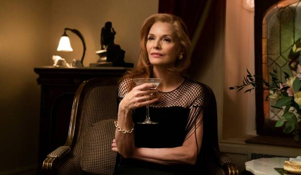 French Exit: Michelle Pfeiffer shines in tonally odd trans-Atlantic tale