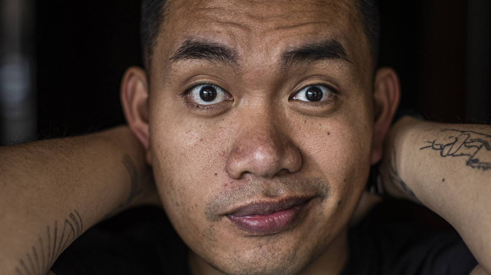 James Roque tackles skin whitening at comedy show