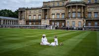 Queen opens palace lawn to picnics for the first time