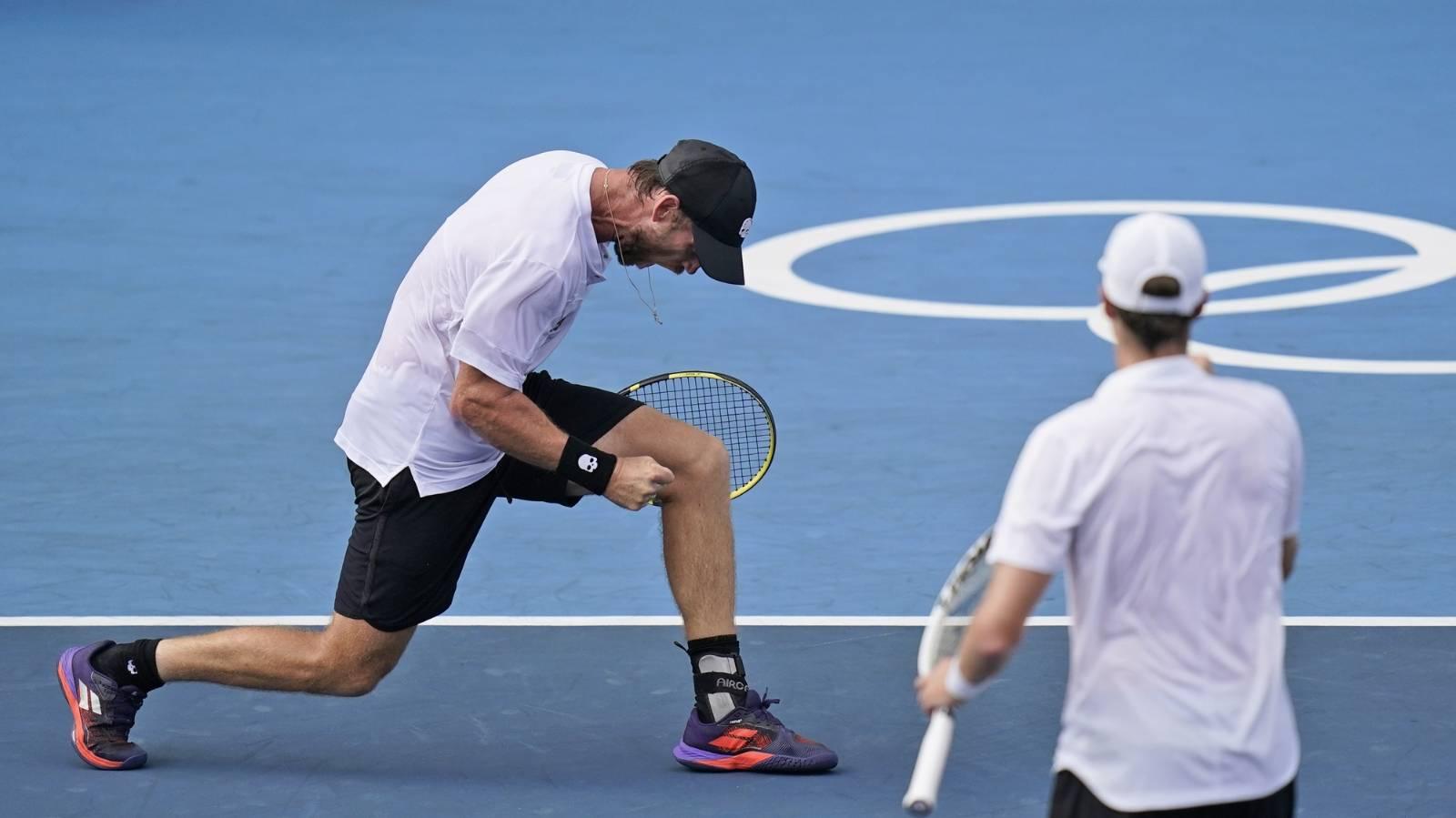 Daniell, Venus create history winning bronze medal