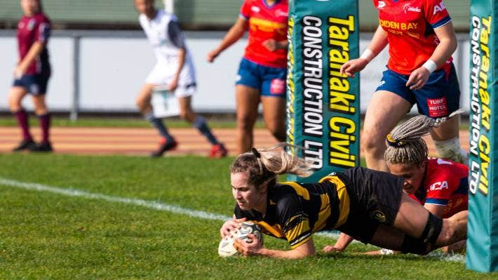 Chelsea Fowler scores a try under the posts.