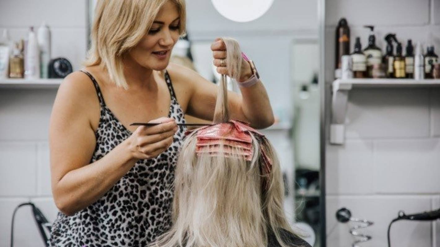 Auckland salon proprietor 'talking up' for these burdened by wage subsidy delays