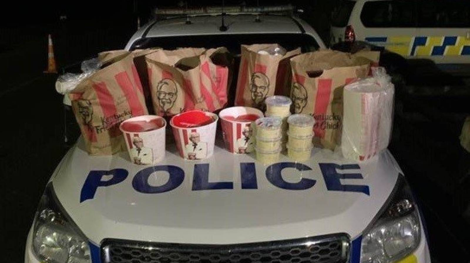 Pair caught trying to cross Auckland border with $100k and KFC