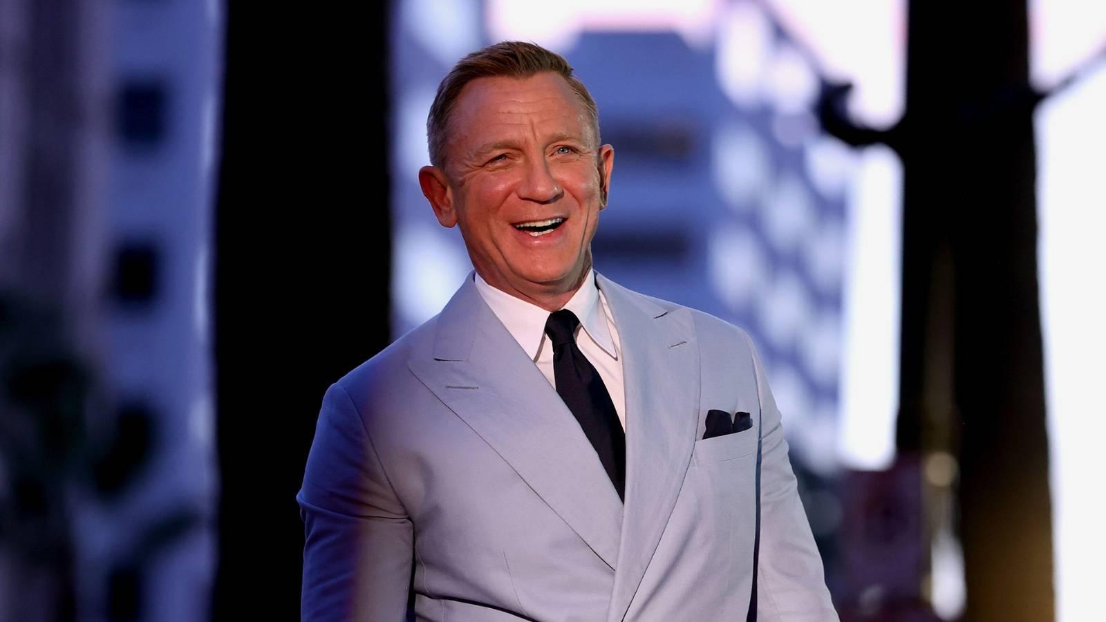 Daniel Craig explains why he likes going to gay bars more than 'hetero bars'