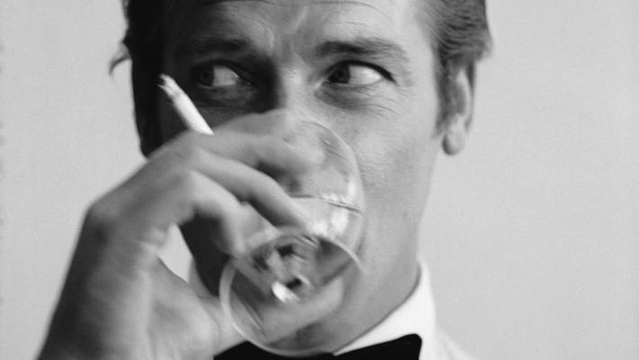 Fabelhaft Time for James Bond films to quit smoking, scientists say | Stuff #FL_99