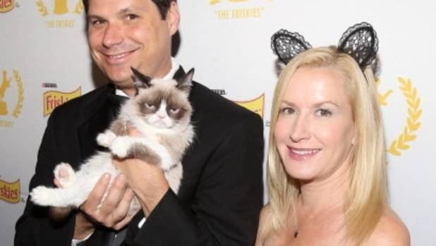 CELEBRITY ENDORSEMENT:  Actors Michael Ian Black and Angela Kinsey pose with Grumpy Cat at The Friskies 2013.
