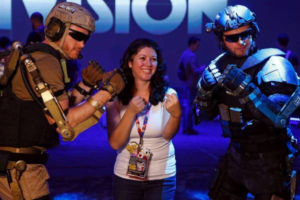 Lorena Batarse poses with Call of Duty characters at the 2014 Electronic Entertainment Expo.