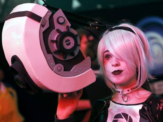 Marlee Zabriskie, dressed as a character from Portal, attends the 2014 Electronic Entertainment Expo.
